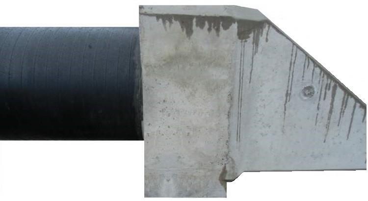 Böschungskopf mit einbetoniertem PE-Rohr DN 1.200 mm
